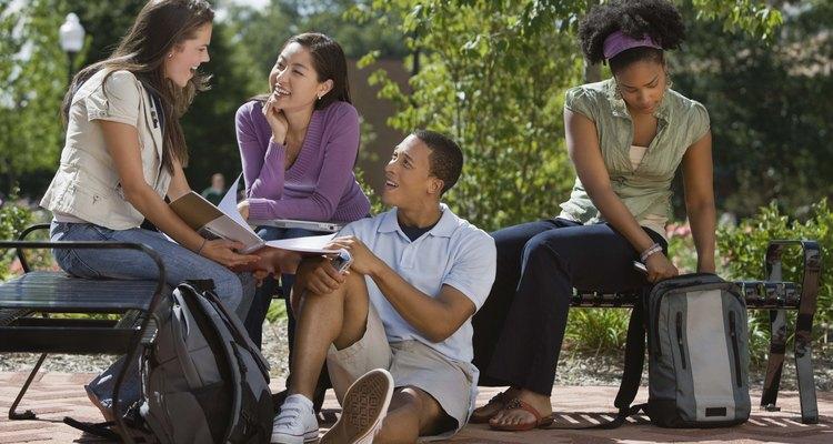 Los graduandos de secundaria aprecian los consejos de sus familiares y amigos.