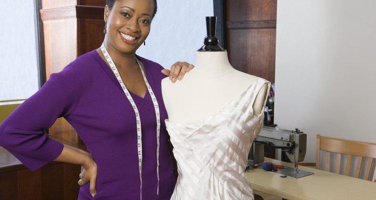 El drapeo se hace en un maniquí de costura en el que los diseñadores de moda pueden crear diseños originales.