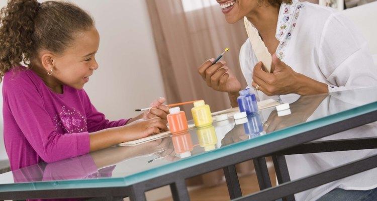 Los programas de artes y artesanías pueden enseñarle a los niños mucho sobre ellos mismos.