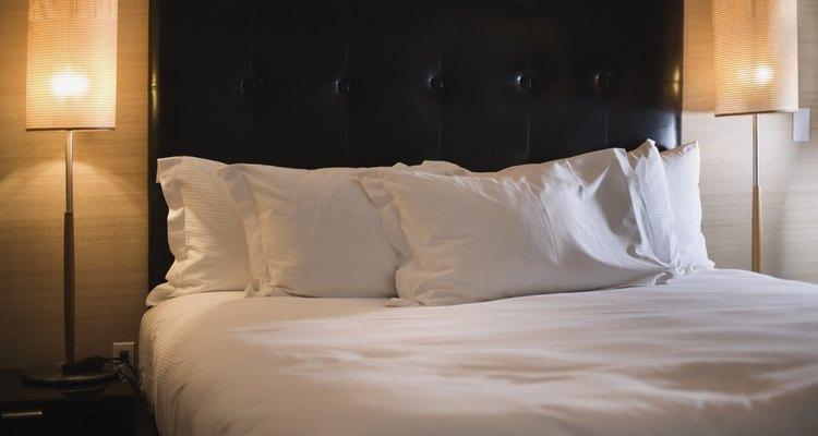 A cama parece linda agora, mas o que acontece quando acaba ficando com cheiro de vômito?