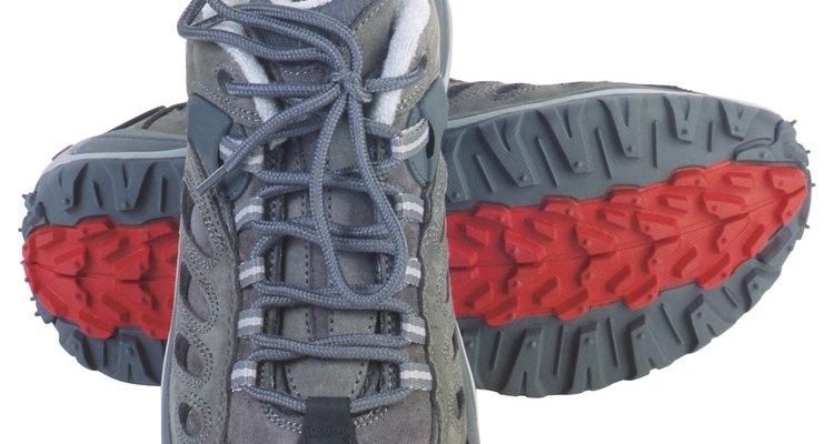 A borracha normalmente é usada em solas de sapatos esportivos