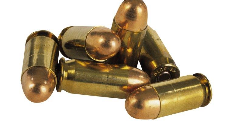 Faça um cinto com balas usando uma técnica especifica de costura