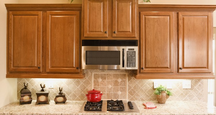 Diagnostica el problema de tu horno de microondas en casa antes de llamar a un técnico de reparación.