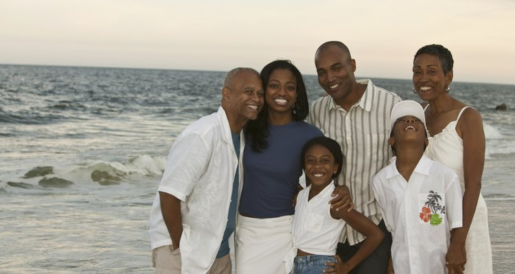 Las familias pueden crecer de muchas formas, incluyendo a la adopción con parentesco.