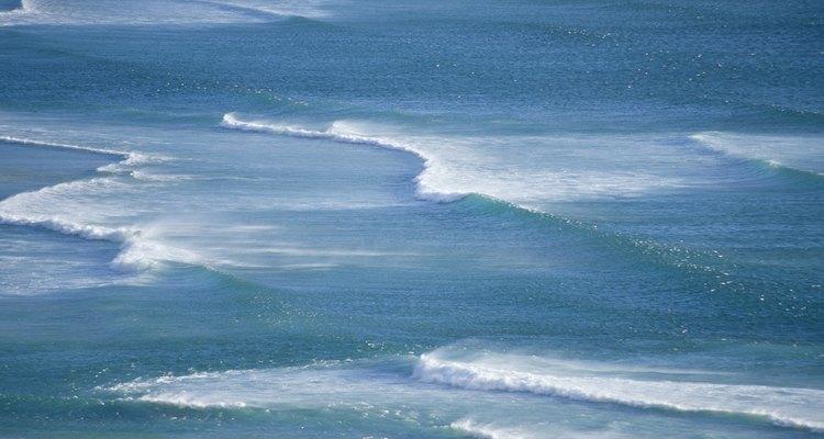 Ondas do oceano com aparência realística podem ser feitas facilmente como um projeto de artesanato para a aula