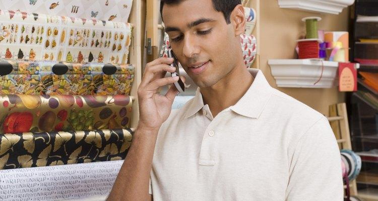 Los cajeros son una parte importante del equipo de trabajadores en los supermercados.