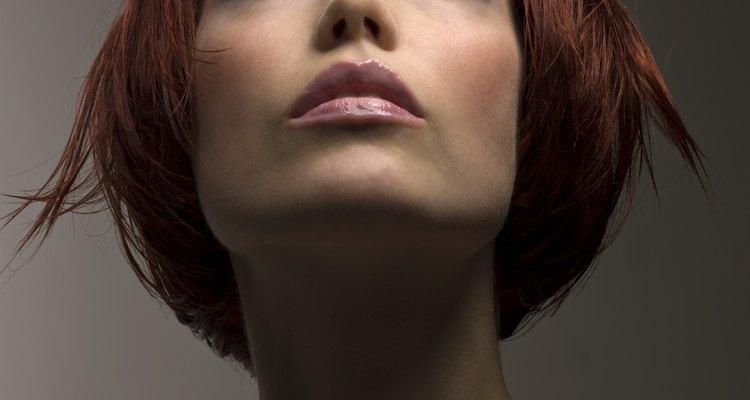 Penteado inspirado em Louise Brooks com um toque ciberpunk