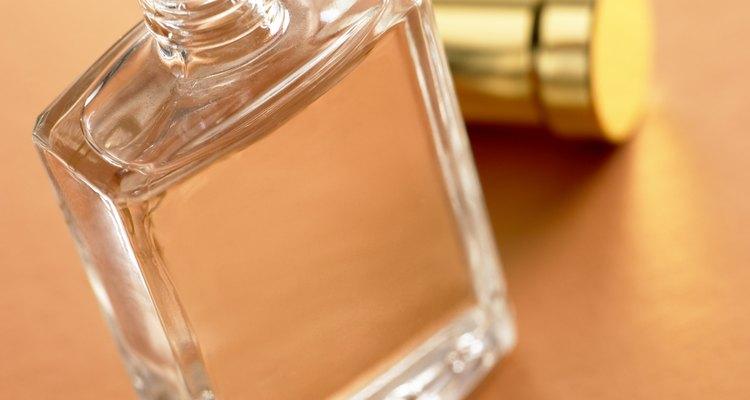 Aprenda a diminuir o cheiro do perfume que foi derramado em sua casa