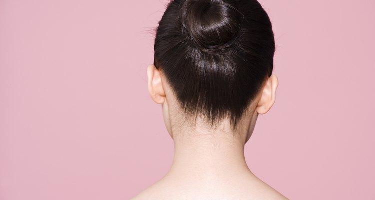 Usa una cofia en tu moño de cabello.