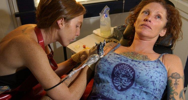 Não chegue na hora da tatuagem com o estômago vazio