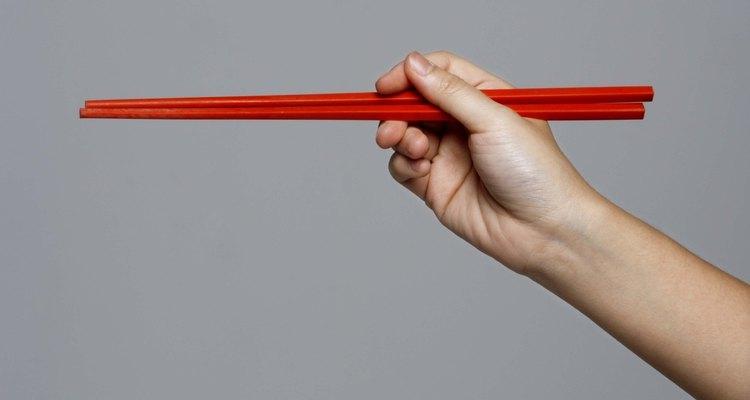 El usar los palillos adecuadamente es sólo uno de los aspectos de la etiqueta.