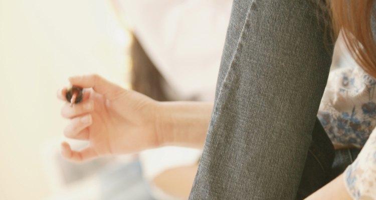 Ahorra tiempo y dinero reparando el esmalte de uñas corrido en tu casa.