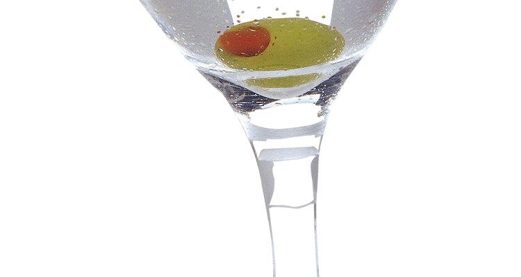 Martini en la barra de un bar.