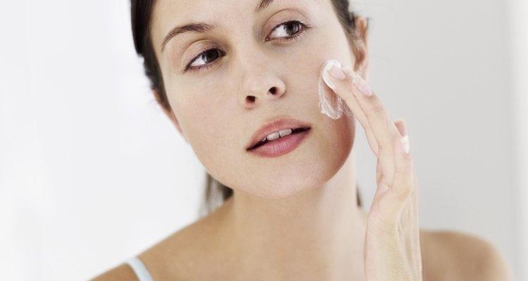 Cubre las mordeduras superficiales con maquillaje hasta que se desvanezcan.