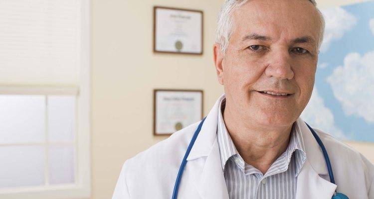 A obstrução das vias biliares pode causar a acoria fecal (fezes sem cor)