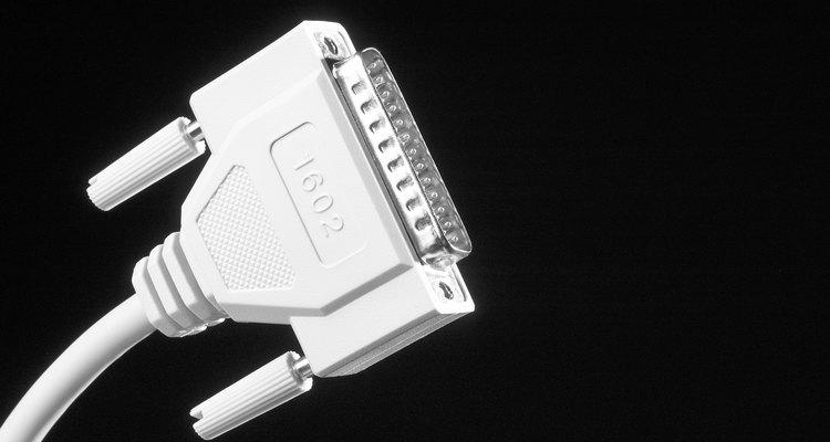Aprende a conectar tu computadora a cualquier dispositivo mediante un cable serial.