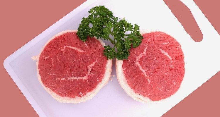 No tienes que atenerte al bife para tus fuentes de proteínas de carne roja.