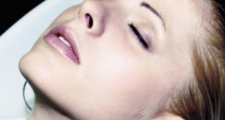 Si notas áreas de piel escamosa en tu cuero cabelludo, consulta con tu médico.