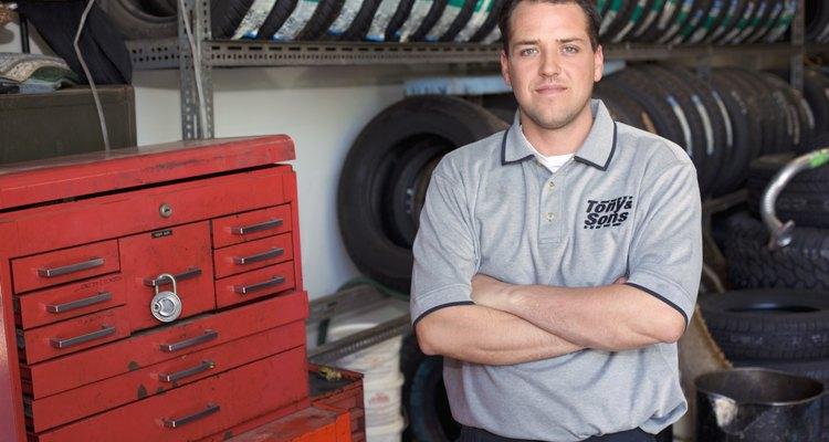 Una licenciatura de cuatro años puede ubicarte en el tope de los salarios de mecánicos de automóviles.