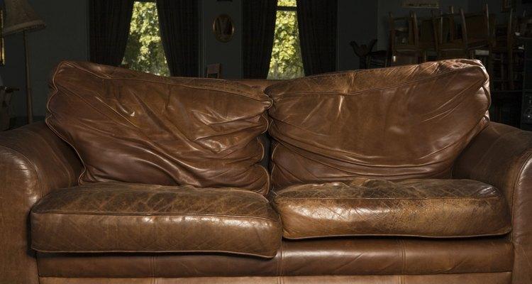 Renueva los viejos sofás de cuero con hidratantes naturales.