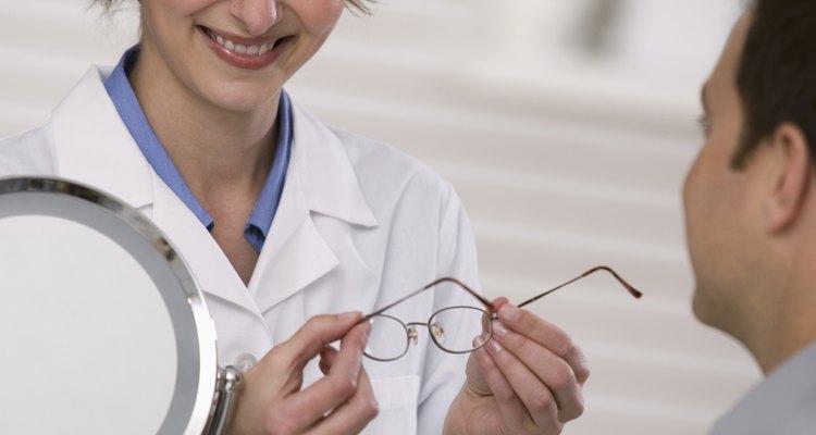 Diferentes estilos de óculos bifocais requerem medições únicas