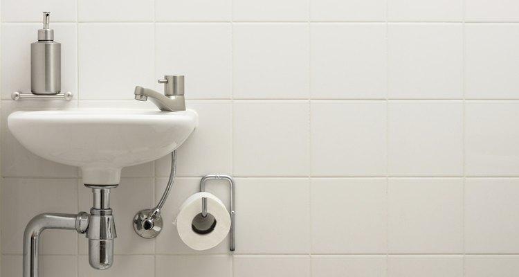 El lavabo se forma en el espacio entre las dos piezas.
