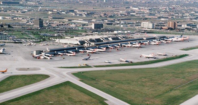 Un nuevo aeropuerto crea tanto empleos directos como indirectos.