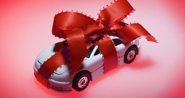 Faça um laço para dar um carro de presente