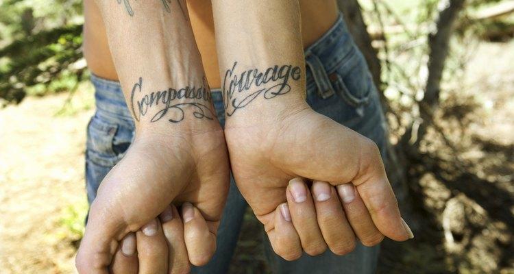 Há uma grande variedade de letras cursivas para tatuagens