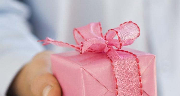 Pensar com criatividade pode ajudar a encontrar ideias originais de presente para o aniversário dos pais