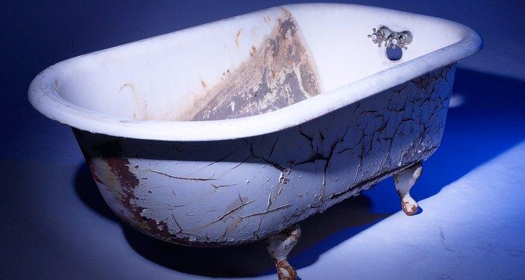 Uma banheira antiga pode ser restaurada com os métodos corretos