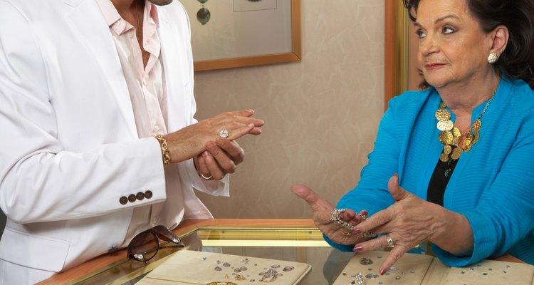 As joias da Pandora são feitas de metais finos, como a ouro amarelo e branco de 14 e 18 quilates e prata esterlina