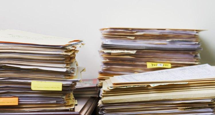 É possível destruir os seus documentos pessoais confidenciais mesmo sem possuir um picador de papéis