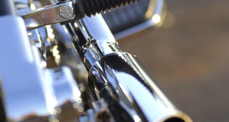 El cromo brillante se usa como acabado en caños de escape y otras partes de motocicleta.