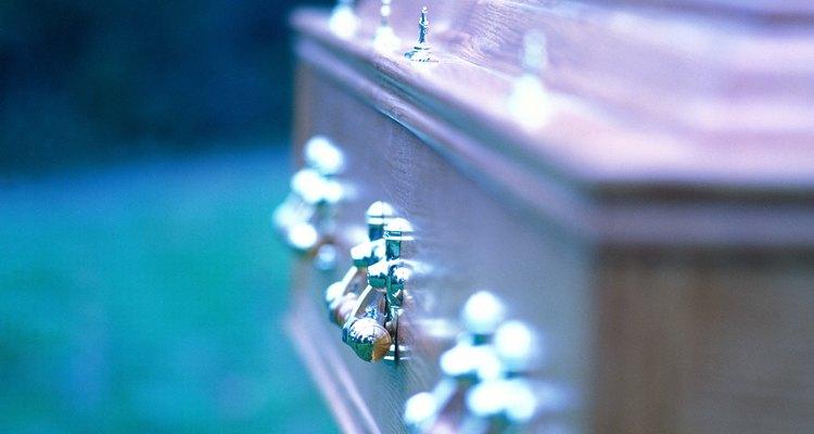 Las invitaciones al funeral deben ser tan claras y simples como sea posible.