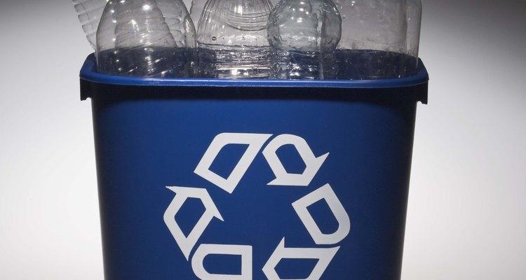 La inmensa mayoría de botellas de plástico de bebidas de consumo son de PET.