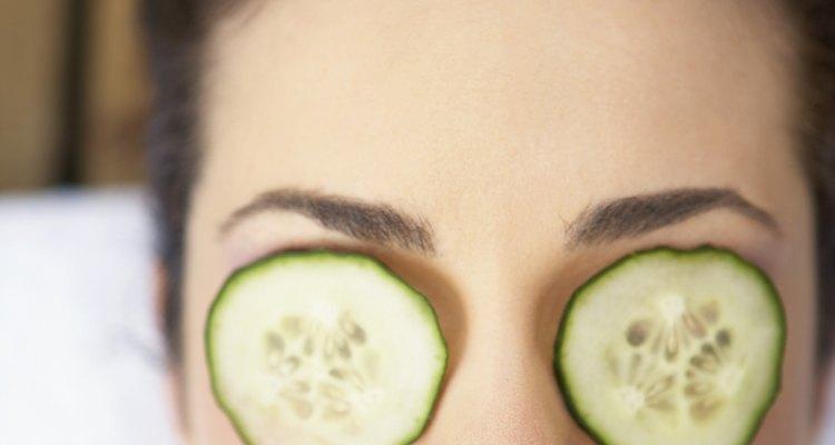 El pepino es una solución para aclarar las ojeras en apenas 10 minutos.