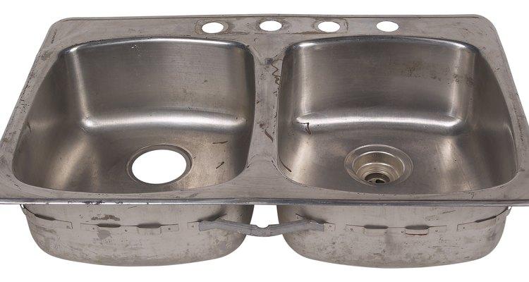 Una línea de agua de grifo de cocina es de 1/2 pulgada (1,27 cm) de diámetro.
