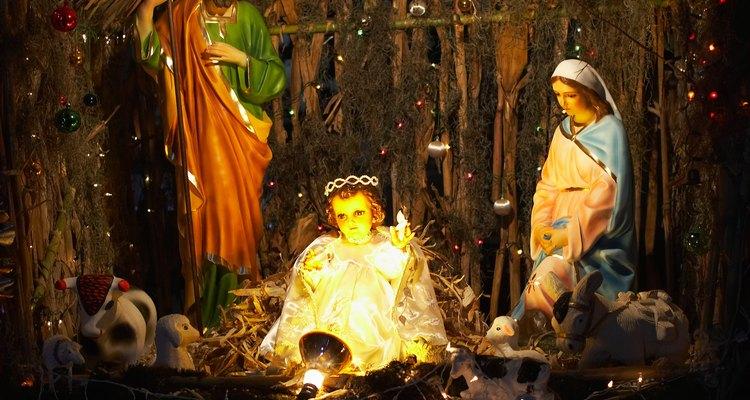 Los vestidos de la Virgen María se pueden utilizar para hacer un pesebre viviente.
