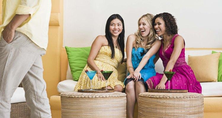 Estar soltero significa tener más tiempo para divertirte con tus amigos.