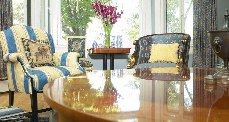 Tanto la laca como el barniz hacen que los muebles se vean hermosos, pero no son lo mismo.