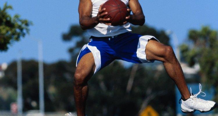 Jogadores de basquete geralmente pulam muito alto
