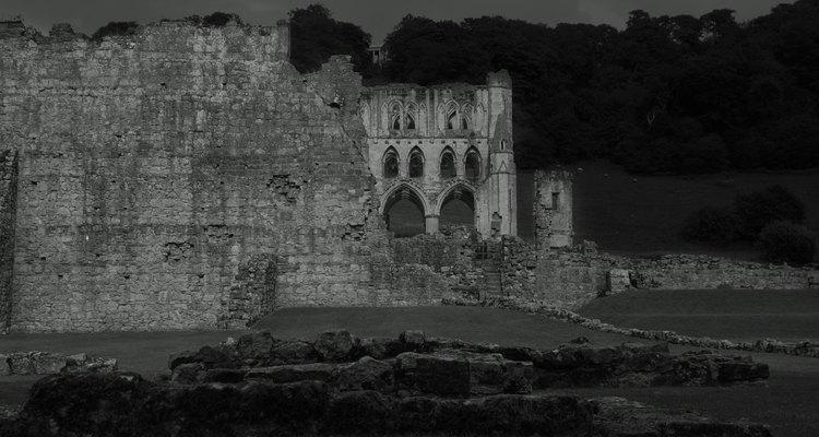 A série Castlevania opõe uma linhagem ancestral dos protagonistas contra o Conde Drácula