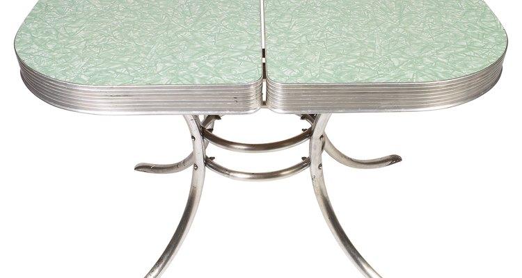 Consertar a fórmica pode assegurar longa vida a balcões e mesas