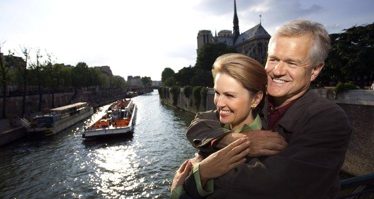 """""""A evolução da cidade de Paris e sua história podem ser contempladas percorrendo as margens do Sena"""", Unesco"""