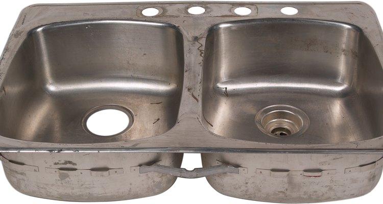 A pia de despejo é uma pia projetada para encher e esvaziar baldes de limpeza, enxaguar esfregões ou deixar a roupa de molho