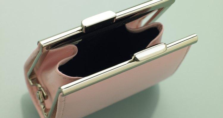Los artículos de diseño falsos se venden a menudo en las subastas.