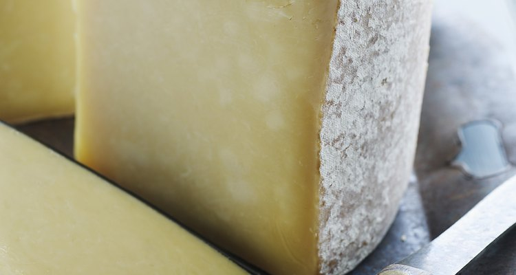 O queijo provolone é o campeão em quantidades de cálcio
