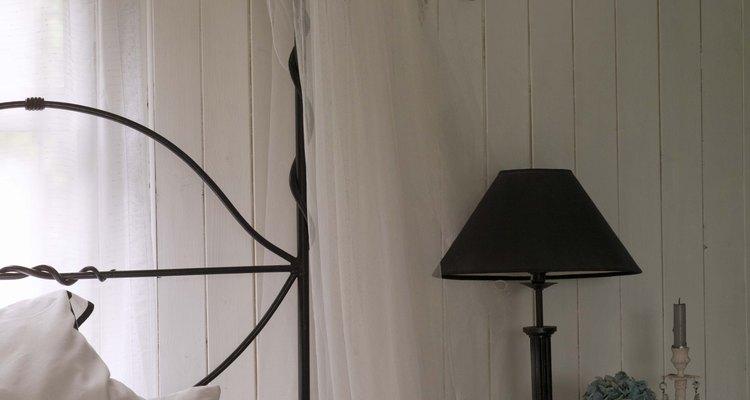 Camas de ferro funcionam bem em casas estilo country
