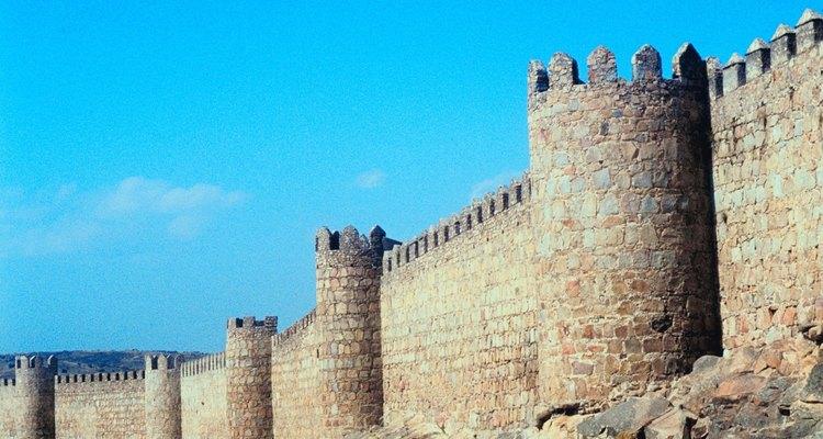 Las murallas del castillo se construyeron para resistir los ataques de catapultas.